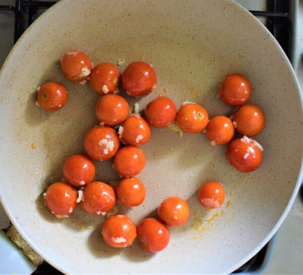 Pan fried cherry tomatoes with garlic