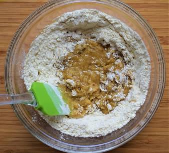 Vegan crispy chocolate cookies preparation