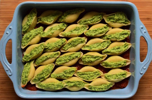 Broccoli wild garlic stuffed pasta shells