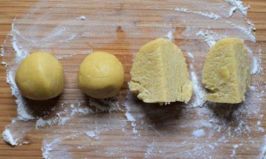 Mini tarts dough balls ready for rolling