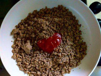 Cook minced tofu with tomato sauce